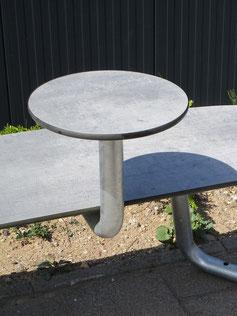 Plateau AblageTisch aus HPL und Stahl für Plateau Stadtmobiliar