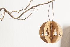 Holz Deko Shop mit Holzdekoration, handgemachte Weihnachtskugeln aus Holz