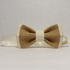 Noeud papillon double en toile de jute et tissu pour un mariage champêtre