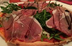 Pizza la Piazza mit Parmaschinken und Ruccola