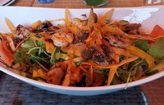 Insalata mit Scampi und frischen Pfifferlingen