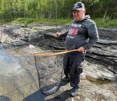 Lachse angeln in Norwegen, mittlerer Fluss, Meerforelle mit Blinker