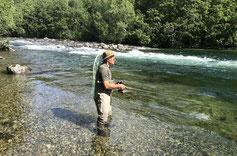 Lachse angeln in Norwegen, mittlerer Fluss, Lachse und Meerforellen mit Blinkerrute