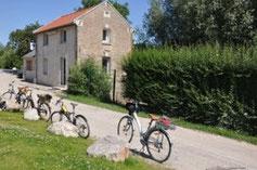 En vélo le long de la somme ici à la maison éclusiére d'Ailly-sur-Somme : office de tourisme Nièvre et Somme