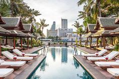 The Peninsulana Hotel Bangkok ist ein altes am Fluss gelegenes fünf Sterne Hotel welches mit Pool direkt am Fluss und seiner traditionellen Ausstattung punktet.
