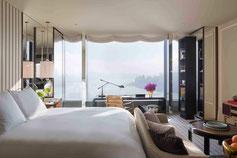 Rosewood Hotel Zimmer auf Hongkong Island mit Top Ausblick in guter Qualität.