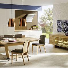 Wohnbereich mit Massivholzmöbeln