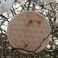 Dekoratives Ei aus Zirbenholz