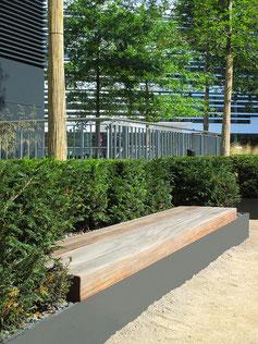 Esplanade Q Bench