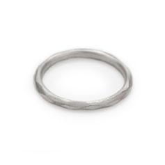 Ring, Steling Silber, facettiert, minimalistisches Design, Schmuckdesign, Schmuckdesignerin aus Düsseldorf, Maren Düsel Schmuckdesign, jewellerydesign, silver, made in Düsseldorf