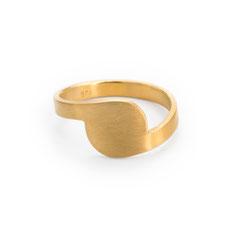 Ring, gold, vergoldet, minimalistisches Design, Schmuckdesign, Schmuckdesignerin aus Düsseldorf, Maren Düsel Schmuckdesign, jewellerydesign, gold-plated, made in Düsseldorf