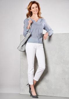 Jean 7/8 blanc, chemise rayée blanc et bleu marine, talons (Toni)