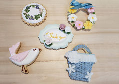全10回のレッスンコースの作品例、鳥や薔薇、thankyouデザインのクッキー