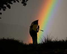 Fotograf vor einem Regenbogen