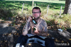 Neuseeland - Motorrad - Reise - Wespenstiche am Hals gut gekühlt mit Bier