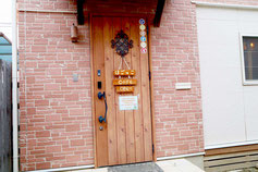 犬猫カフェの入り口ドア