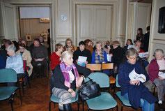 La conférence a réuni un nombreux public dans une des salles de l'Hôtel d'Emonville, prêtée par la Bibliothèque municipale en attendant la réouverture du Musée