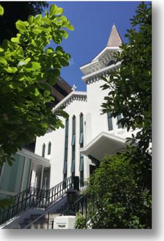 新緑の横浜海岸教会(2015/5)