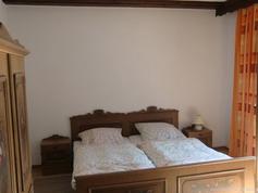 Rustikale Gästezimmer im Weingut Klosterhof in Marienthal