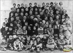 Photo de classe de l'école primaire de Leucamp (Cantal)