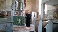 Pfarrerin Mönnich in der Kirche Wernsdorf