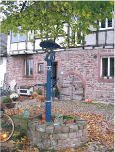 Brunnen der Familie Storz Neumalsch, ehemaliges Gasthaus Bären