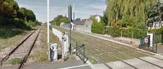 Train et tram cheminant de conserve
