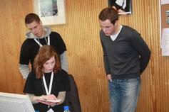 Benedikt und Charlotte mit Alain Kniebs