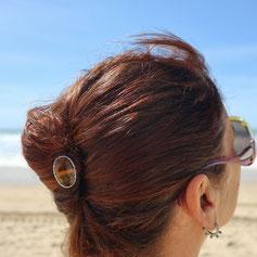 épingle à cheveux ou pic à cheveux double en métal ( laiton ) orné d'une pierre oeil de tigre.