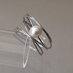 feiner Silberring mit echter Perle handgefertigt vom Goldschmied