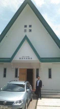 教会入口の団長