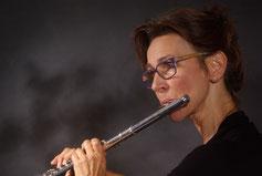 Susanne Knobloch-Ullrich, Querflöte, Sopranino-, Sopran- und Alt-Blockflöte. Solistin bei Coming Home TV