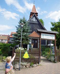 """Auch das Restaurant """"Kleine Kapelle"""" hat Jutta Tieben besucht. """"Das war schon ein komisches Gefühl in meiner alten Kirche"""", sagt sie.                         Foto: Deppe"""