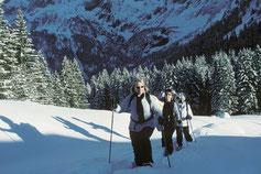 Schneeschuhlaufen in verzauberter Winterlandschaft