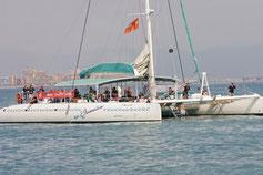 Katamaran Bootsfahrt Segeln Mittelmeer Valencia baden