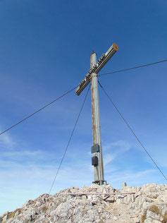 Kremsmauer Gipfelkreuz nach dem Aufstieg von Steyrling, Weiterwanderung zum Törl