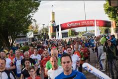 Laufspaß für Jung und Alt! Start des 10km Hauptlaufs in Vorjahr.