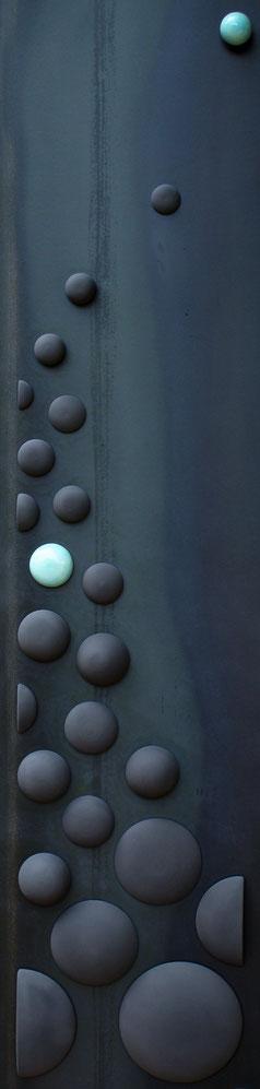 Terre cuite émaillée sur plaque d'acier - Hauteur : 187cm - Largeur : 45cm - Collection Privée (France)