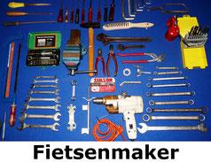Fietsenmakersgereedschap, waaronder sleutels, schroevendraaier, bandenplakset