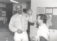 Peter Herbich (li.) übernimmt den Büroschlüssel von Wolfgang Flumm
