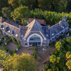 Las escuderias del Castillo Bella Epoca diseñadas por Gustave Eiffel sont albergues rurales hoy en dia