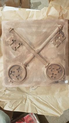chiavi papale su cotto fatto a mano