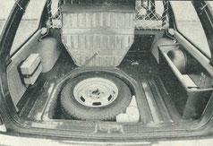 Das Reserverad liegt unter der Ladefläche versteckt.  Foto: Willy Biester