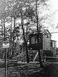 Versuchsstand in Kummersdorf (1942): Holz-Experimentiergebäude auf dem quadratischen Betonschacht