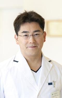 エメラルド整形外科疼痛クリニックの院長の益子竜弥の顔写真