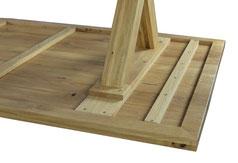 Schöner-Esstisch-aus-Eiche-mit-Holzgestell