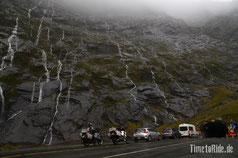 Neuseeland - Motorrad - Reise - Tunnel zum Milford Sound bei Regen und Nebel