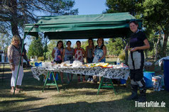 Uruguay - Südamerika - Reise - Motorrad - Honda Transalp - Die Grundschule verkauft Snacks für einen guten Zweck