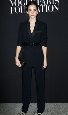 Emma Watson en smoking noir St Laurent