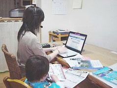 企画やデザイン制作では在宅勤務も推進しています。